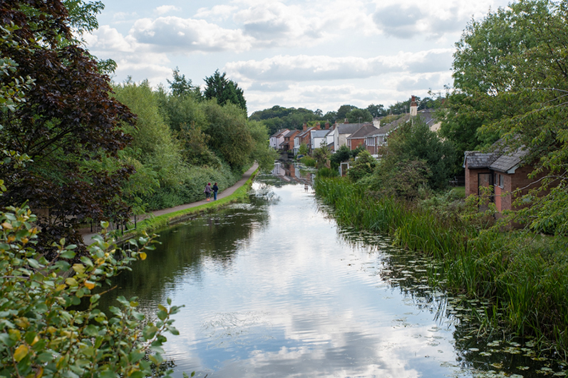 A view of the Erewash Canal from the bridge in Sandiacre Village Centre